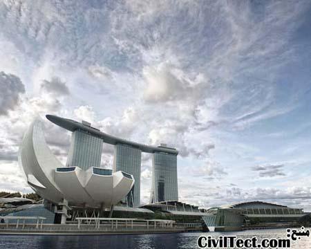 نمایی از موزه منحصر به فرد سنگاپور در کنار گرانترین هتل کازینوی جهان, مارینا بی سندز (Marina Bay Sands)