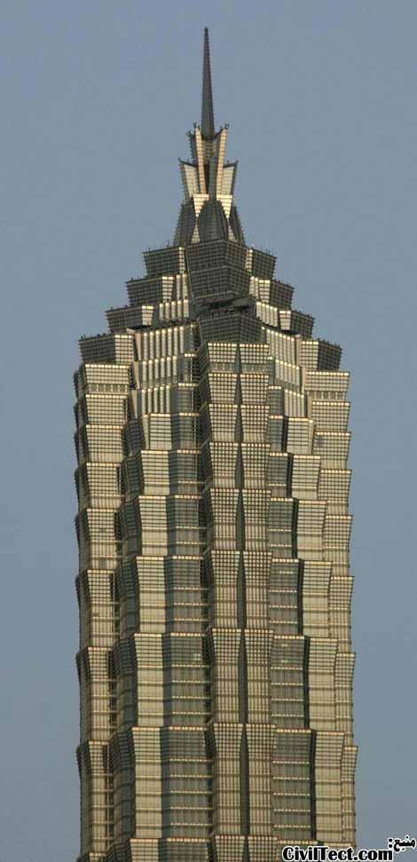 نمایی نزدیکتر از بالای برج - به نمای برج دقت نمایید!
