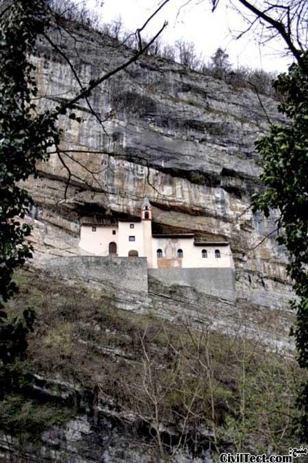 خانه ای روی صخره