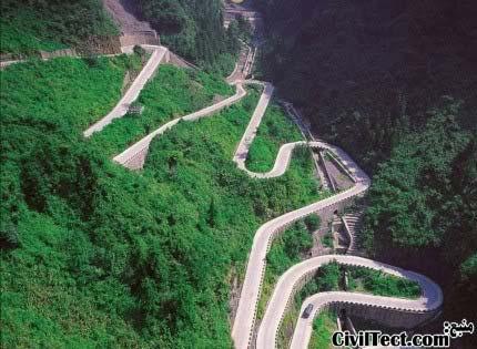 جاده کوهستانی در کوه تیانمن چین