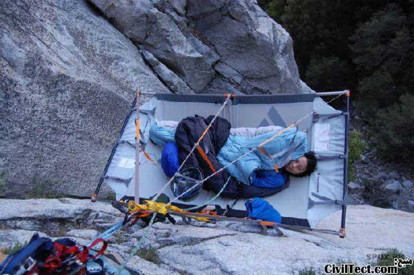 خوابیدن در ارتفاع - صخره نوردی خطرناک