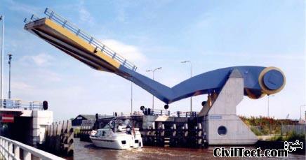 عجیب ترین پل متحرک دنیا