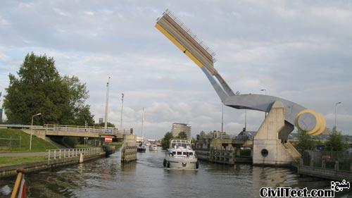 پل متحرک روباتی در هلند
