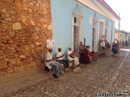 نواختن موسیقی در خیابان های ترینیداد
