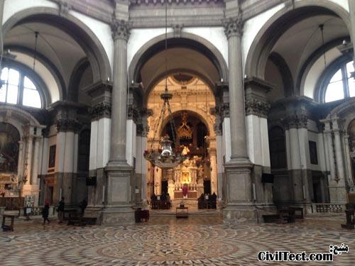 داخل کلیسای سنت ماریا دلا سالوته ونیز ایتالیا